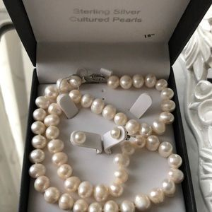 COPY - Pearl earring and necklace set new in box